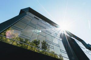 Dlaczego pracownicy korzystający z budynku z certyfikatem WELL czują się lepiej